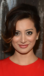 Noureen DeWulf's eyes popped at the FX Summer Comedies Party with dark liner.