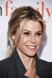 Julie Bowen was rocker-chic with her messy ponytail at the 'Modern Family' FYC event.