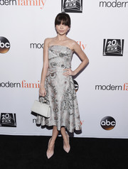 Sarah Hyland completed her look with a white leather purse by ADEAM.