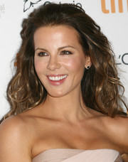Kate Beckinsale wore her hair down in big waves during the premiere of 'The Face of an Angel.'