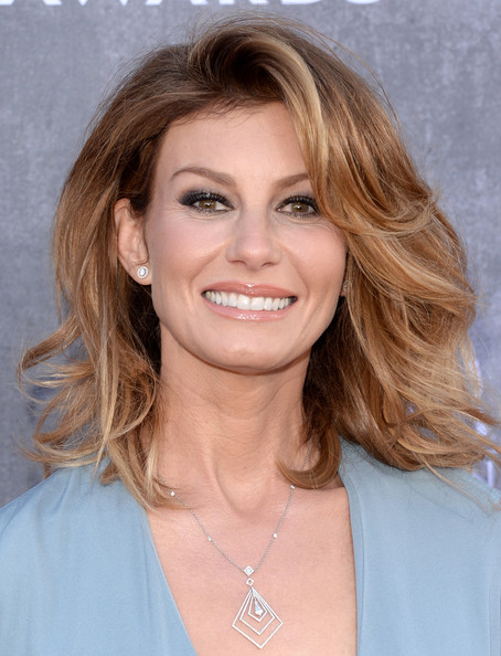 Faith Hill Medium Wavy Cut