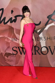 Daisy Lowe brought a striking pop of color to the Fashion Awards 2016 with this fitted fuchsia chain-strap jumpsuit by Antonio Berardi.