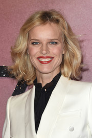 Eva Herzigova framed her face with this high-volume curled-out bob for the Fashion Awards 2016.