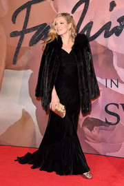 Kate Moss hit the Fashion Awards red carpet wearing a black velvet fishtail gown.
