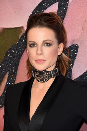 Kate Beckinsale went for bold styling with a studded leather choker by Ralph Lauren.