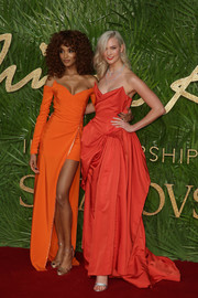 Jourdan Dunn went for a bright and sexy one-shoulder gown by Versace when she attended the Fashion Awards 2017.