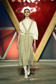 Erin O'Connor walked the Fashion for Relief runway wearing a loose, asymmetrical white blouse.