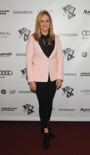 Samantha Bee completed her outfit with a pair of black patent brogues.