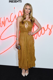 Leven Rambin topped off her ensemble with a chic snakeskin-print box clutch.