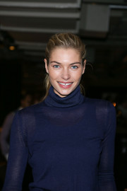 Jessica Hart oozed youthful loveliness with this simple ponytail at the 'Walking Stories' screening.