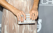 Kate Hudson opted for an elegant gold mani to finish off her look.