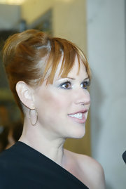 Molly Ringwald looked oh-so-elegant with her hair in a French twist.