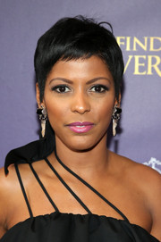 Tamron Hall stayed cool with this pixie at the Broadway opening of 'Finding Neverland.'