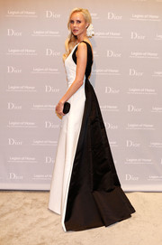 Vanessa Getty looked regal in a black-and-white ball gown by Dior during the Fine Arts Museums of San Francisco Mid-Winter Gala.