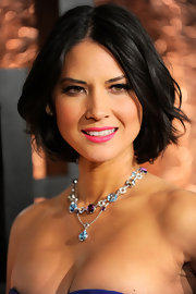 Olivia Munn punched up her elegant look with a fuchsia pink pout. She kept the rest of her look natural with light blush and defined lashes.