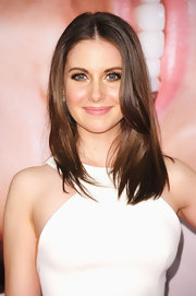 Alison Brie arrived at the premiere of 'The Five Year Engagement' wearing her hair in long sleek layers.