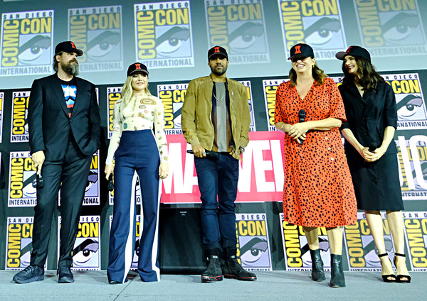 Florence Pugh High-Waisted Pants [stage equipment,event,technology,electronic device,fashion design,cate shortland,florence pugh,david harbour,rachel weisz,o-t fagbenle,black widow,l-r,hall h,san diego,marvel studios hall h panel]