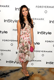 Nina Dobrev was pretty in florals at the 'InStyle' soiree. She opted for simple footwear, wearing cognac-colored peep-toe pumps.