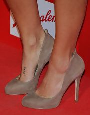 Monica Cruz showed off a cute pair of suede nude pumps while walking the carpet. We've been seeing an awful lot of nude pumps on the carpet and when they look this good we can understand why.