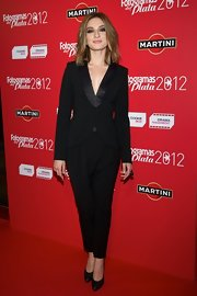 Maria Valverde played with the masculine look with this black pantsuit with funky harem-style pants.