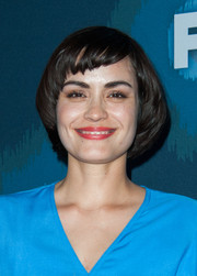 Shannyn Sossamon looked adorably geeky wearing this bowl cut at the Fox All-Star party.