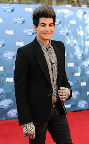 Adam looked fierce on the 'American Idol' red carpet in a black blazer with gold piping.