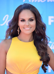Pia Toscano wore her hair in long cascading waves for the finale of 'American Idol.'