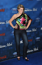 Lauren donned classic blue jeans with her vibrant silk blouse for the 'American Idol' Finalist Party.