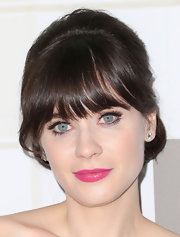 Zooey looked like classic Zooey with her thick bangs and bright blue eyes at the Emmys.