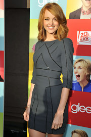 Jayma paired her fitted grey dress with a shoulder length layered cut.