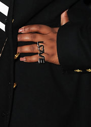 """Glee"" actress Amber Riley wore an on-trend 2 finger ring while attending this red carpet event."