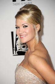 Carrie Underwood rocked a voluminous updo to Fox's Golden Globe Awards party.