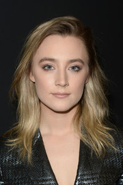 Saoirse Ronan opted for a toned-down beauty look with neutral eyeshadow.