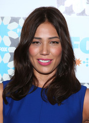 Michaela Conlin wore her hair with a center part and barely-there waves at the Fox Summer TCA All-Star Party.