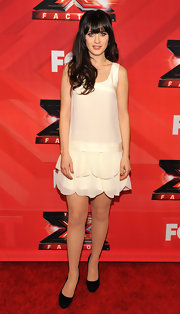 Zooey Deschanel prevented her silky white dress from being too summery with a pair of black suede pumps.