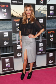 Cheyenne Tozzi finished off her sexy-smart look with a gray leather skirt featuring a thigh-baring front slit.
