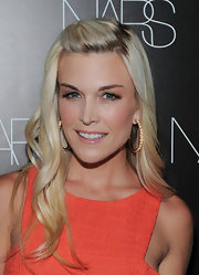 Tinsley Mortimer paired her cute look with gold hoop earrings.