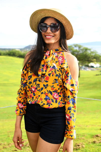 Freida Pinto Print Sunglasses [clothing,shoulder,eyewear,yellow,sunglasses,fashion,summer,shorts,street fashion,waist,freida pinto,taste of wailea,shining star award,wailea,hawaii,maui film festival]