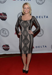 Carrie Keagan showed off her killer curves in a long-sleeve, fitted dress featuring a cool geometric design.
