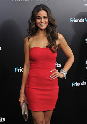 Emmanuelle Chriqui looked like a modern-day bombshell in a red mini dress that she paired with silver accessories. The starlet finished off the look with loose and sexy curls.