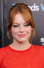 Emma Stone looked like young and vibrant in a playful Giambattista Valli outfit that she paired with winged eyeliner and pink lips.