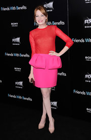 Emma Stone kept the focus on her stunning Giambatista Valli ensemble at the 'Friends With Benefits' premiere by teaming the fetching color blocked look with pointy nude pumps.