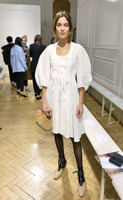 Alexa Chung jazzed up her look with nude and black ankle-wrap pumps.