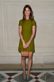 Hanneli Mustaparta contrasted her green dress with a pair of slate-blue ankle-strap pumps.