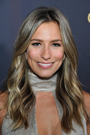 Renee Bargh sported a boho-glam wavy 'do when she attended the G'Day USA Black Tie Gala.