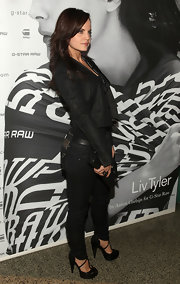 """Mena sported a to die for pair of black t-strapped """"Fletcher"""" pumps with her dark denim skinny jeans. The higher the heels, the more sexy the skinny jeans and those were the perfect heel for this look. Hot!!!"""