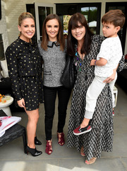 Rachael Leigh Cook paired her top with black skinny jeans.