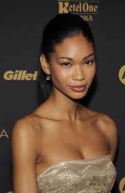 Not one for over-the-top makeup, Chanel Iman instead opted for a pretty light pink shadow and layers of dark mascara to add some drama to her look.