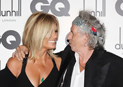 Patti Hansen, at the GQ Men of the Year Awards, accessorized her black dress with a jade green teardrop pendant on a delicate silver chain necklace.