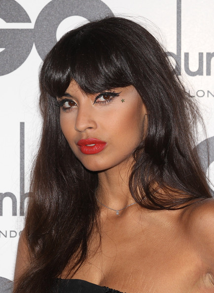 An orange-red matte lip complemented Jameela's coloring perfectly.